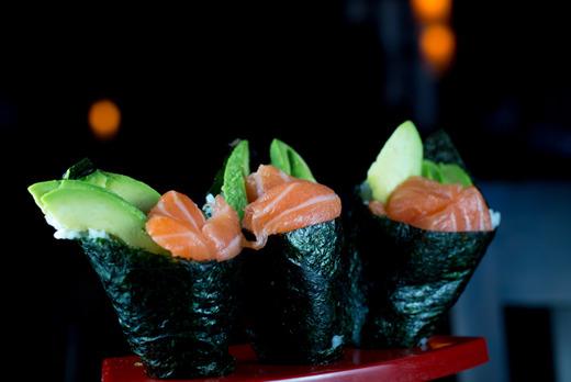 Salmon Avocado Maki - Gyoza Delivery in Lower Holloway N7